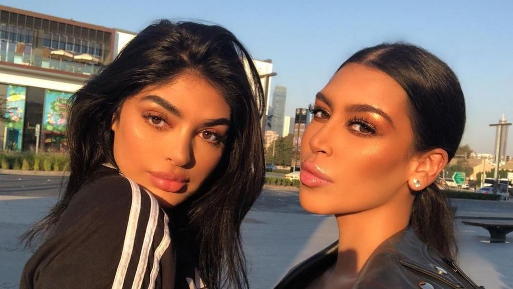 Blogger Cantik Mirip Kim Kardashian dan Kylie Jenner yang Suka Workout