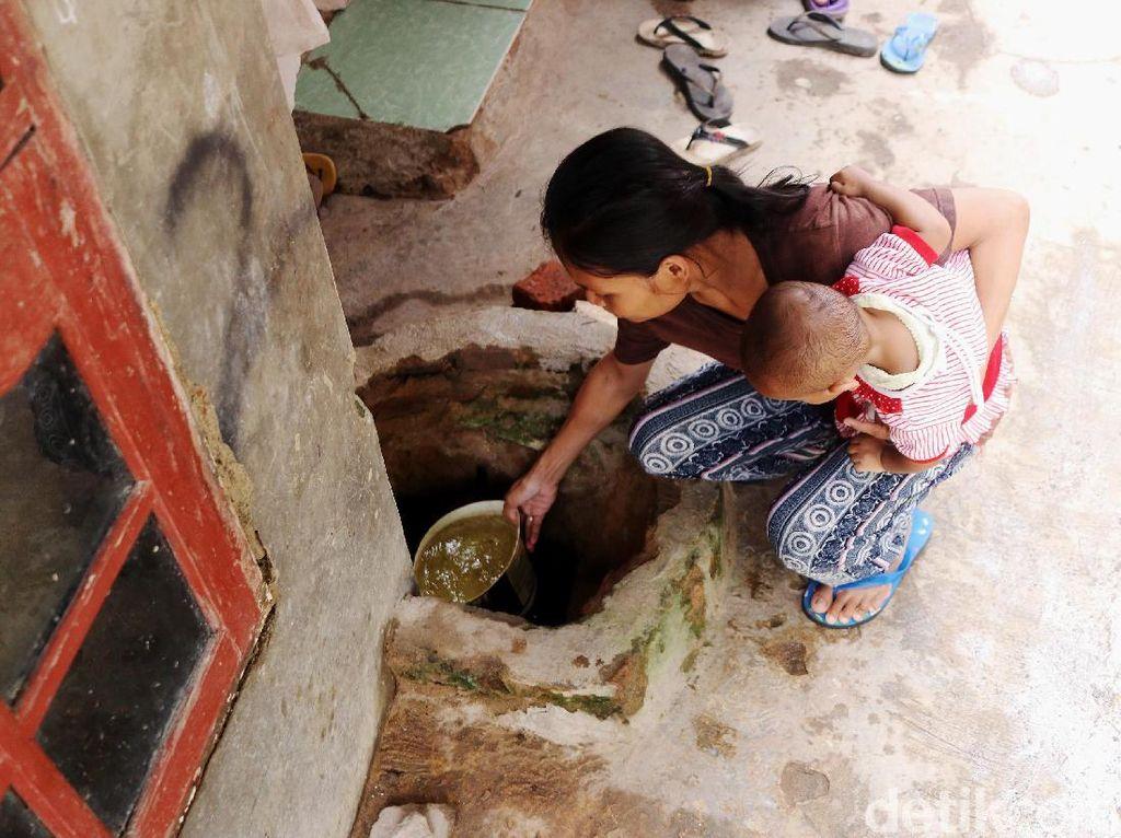 Foto: Sulitnya Air Bersih di Muara Angke Jakut