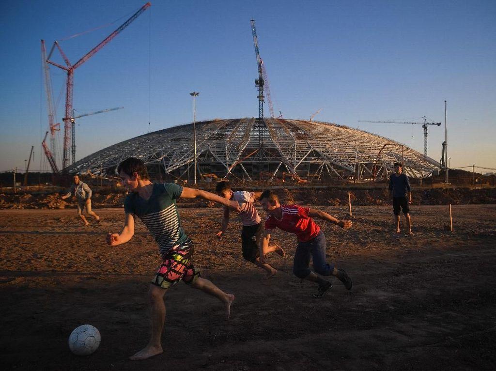 Stadion Samara yang Diilhami Pesawat Luar Angkasa