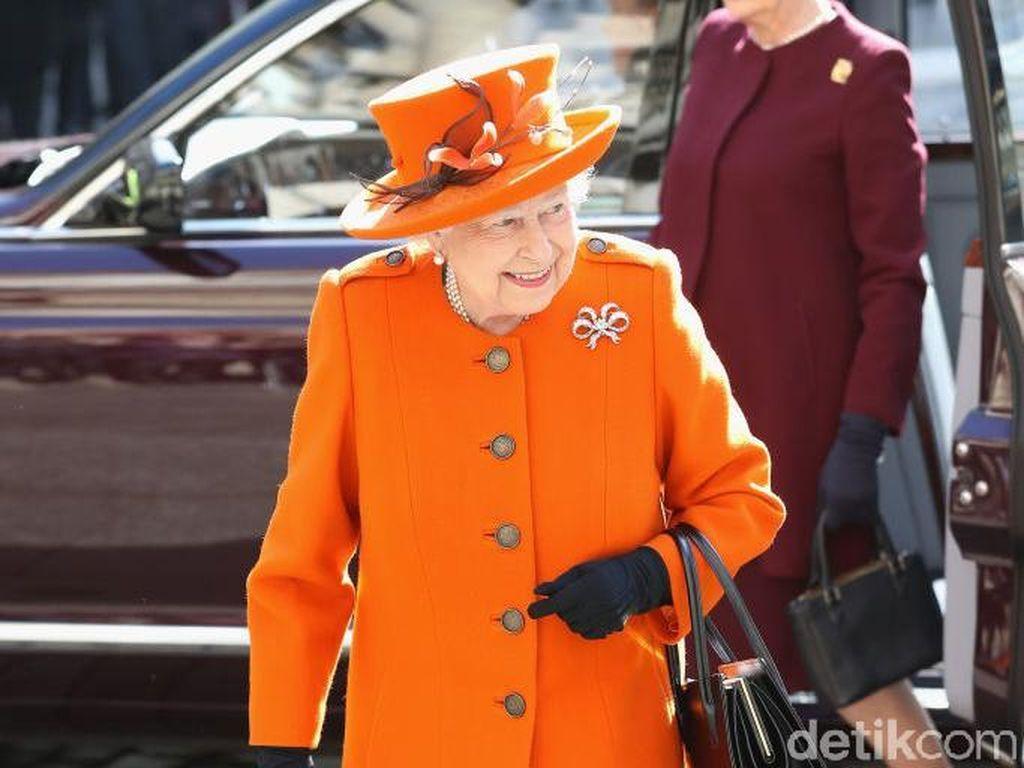 Anti-mainstream, Ratu Elizabeth II Pantau Kelahiran Kudanya Lewat iPad