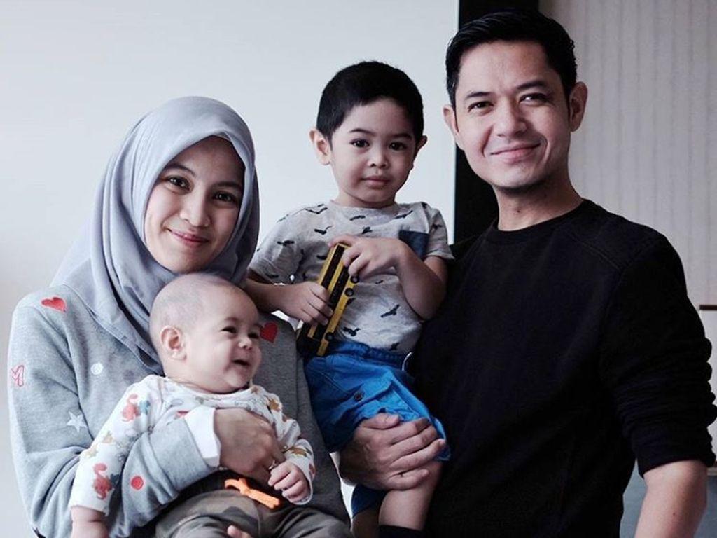 Dude Herlino dan Alyssa Subandono Coba Kenalkan Pesantren ke Anak