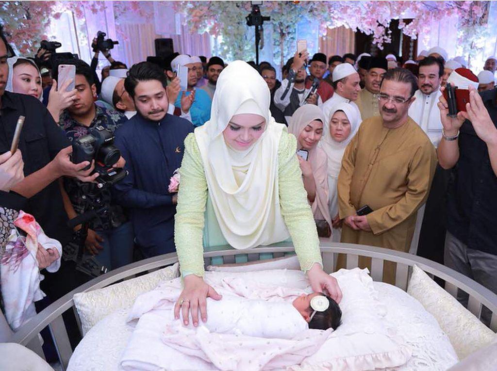 11 Tahun Menanti, Siti Nurhaliza Ungkap Perasaan Bahagianya Punya Anak