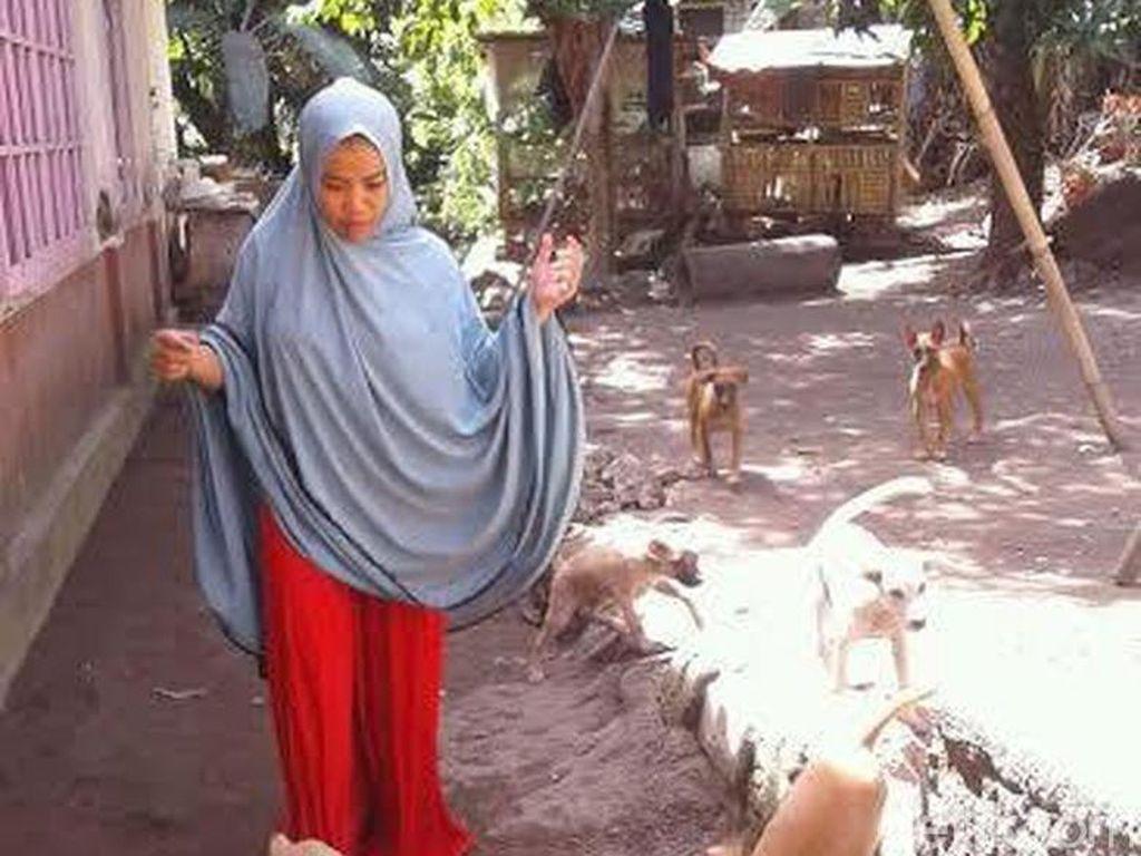 Desy dan Hesti, Wanita Berjilbab dan Bercadar Pemelihara Anjing