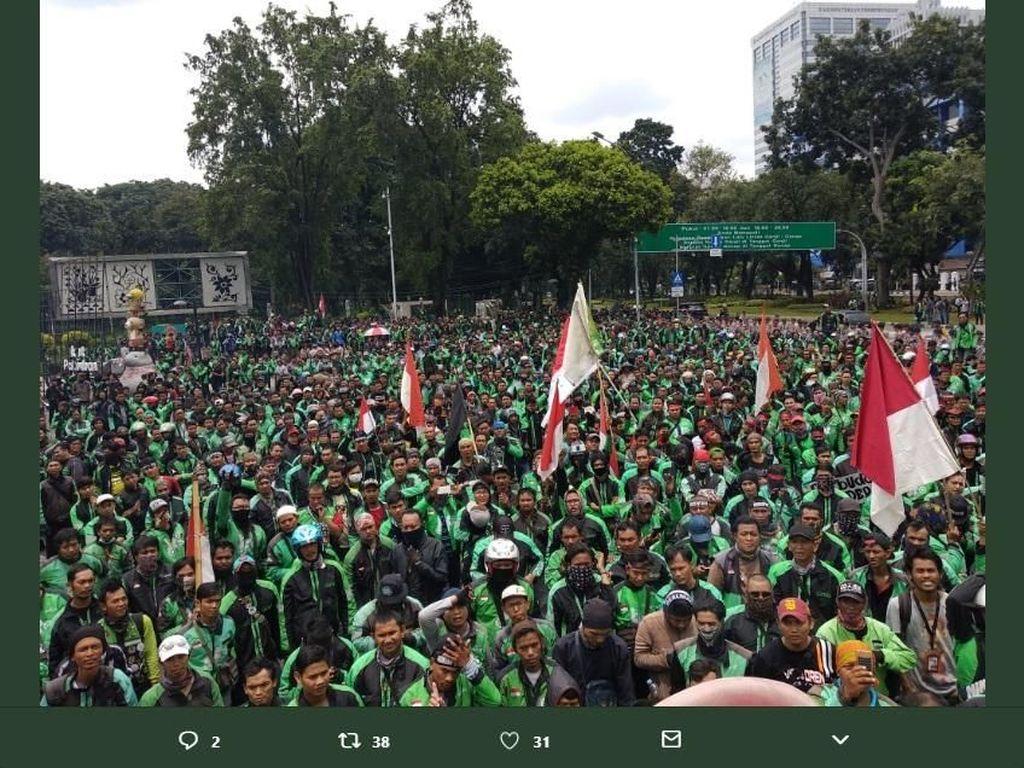 Ketika Ojek Online Membajak Jakarta di Mata Netizen