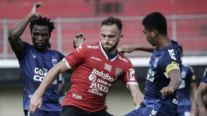 Bali United vs PSIS Semarang dalam laga uji coba. (Foto: Instagram @baliunitedfc)