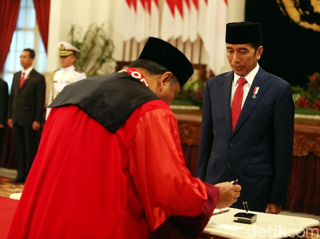 Kontroversi Arief Hidayat Hakim MK Lagi, Jokowi: Yang Pilih DPR
