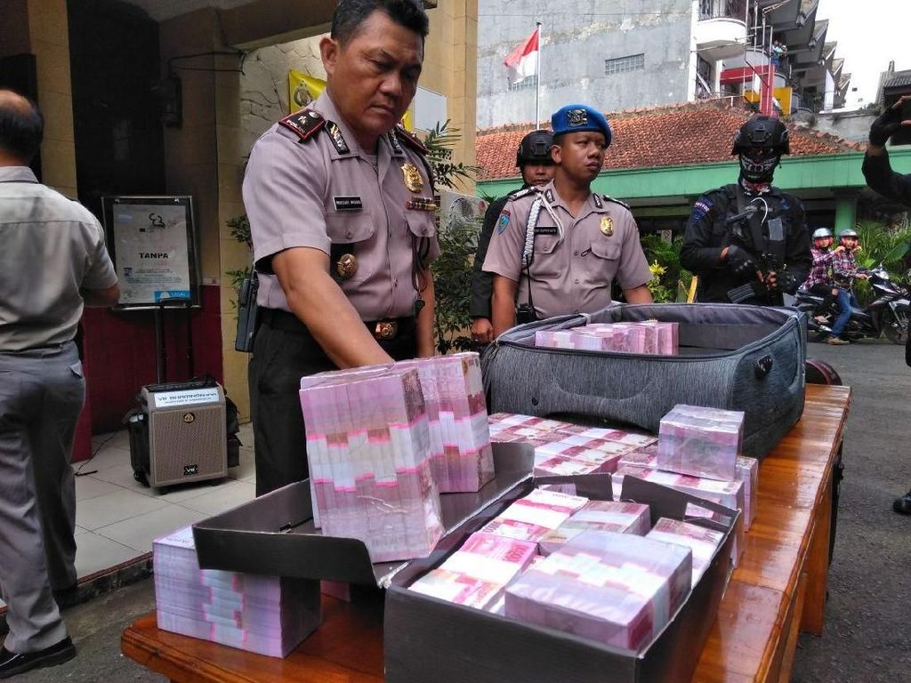 Pengedar Uang Palsu Rp 6 Miliar Dibekuk di Bogor
