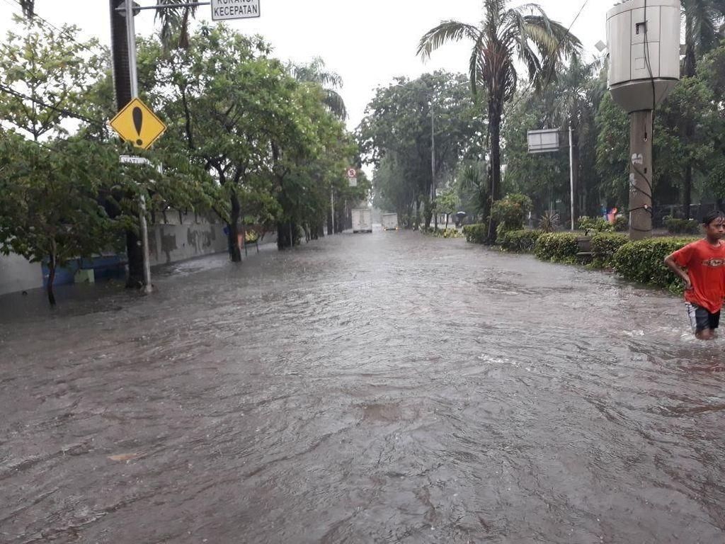 Hujan Deras, Tanjung Priok Tergenang 20-50 Cm
