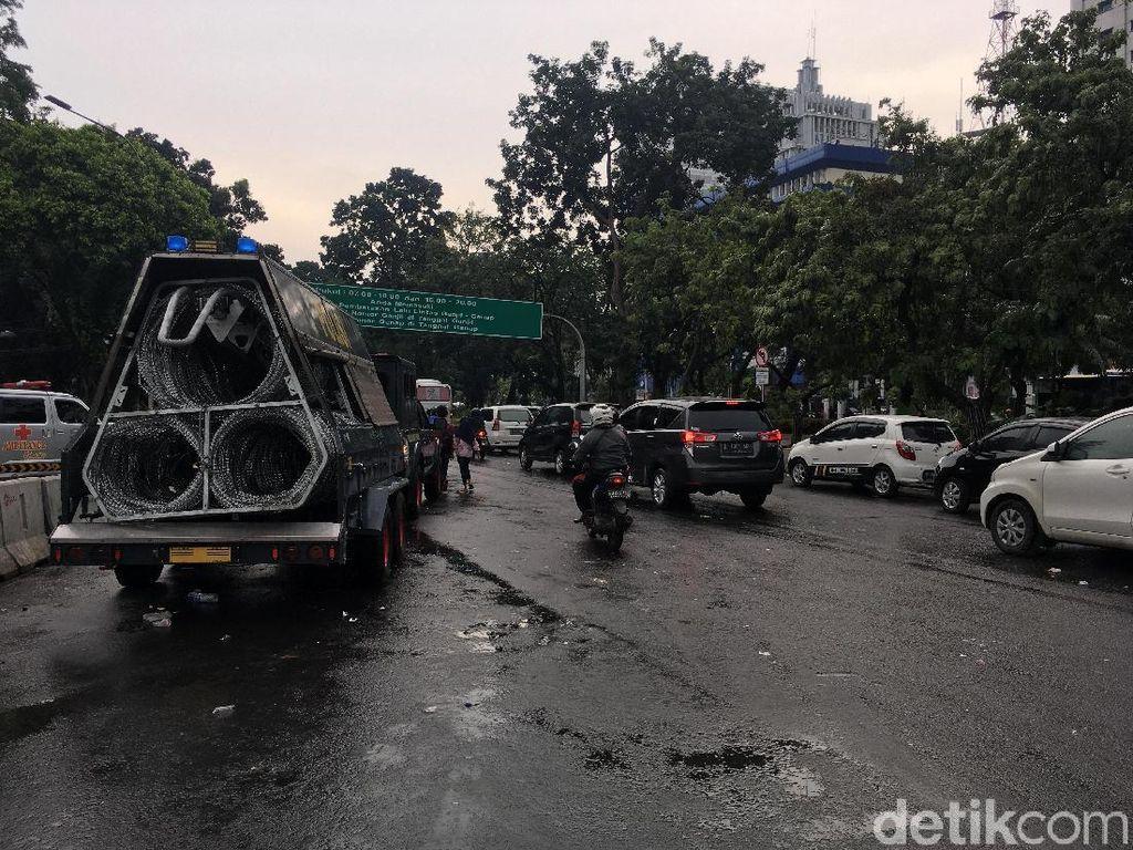 Demo Ojol Selesai, Lalin di Medan Merdeka Barat Kembali Dibuka