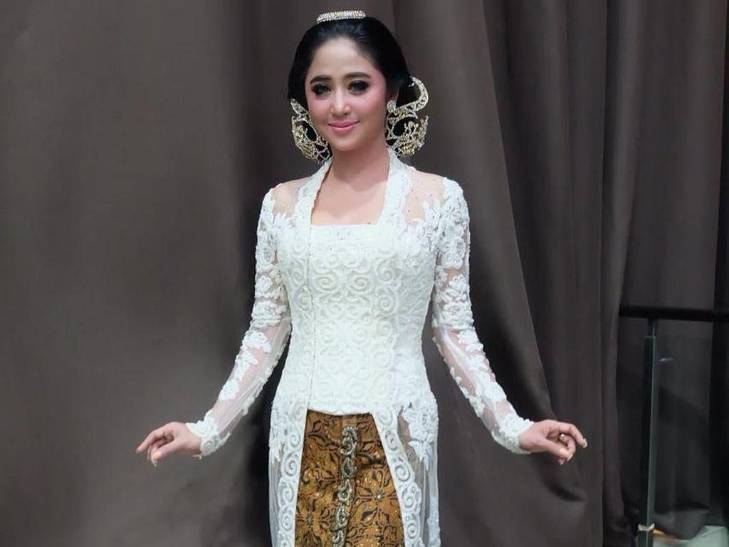 Ayu Tenan, Dewi Persik Tampil dengan Makeup Flawless di Resepsi Nikah