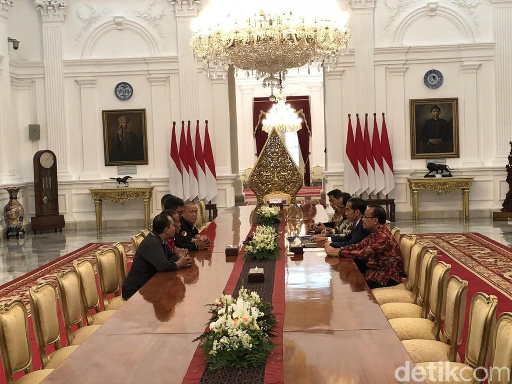 Foto: Driver Ojol Masuk Istana dan Curhat ke Jokowi