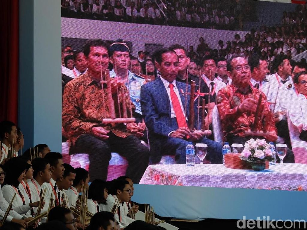 Jokowi Ikut Pecahkan Rekor Muri Main Angklung Bareng 5 Ribu CPNS