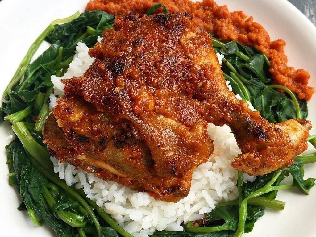 Makan Siang Mantap dengan Ayam Taliwang Pilihan Netizen