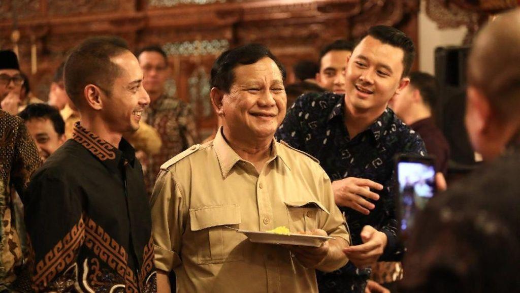 Foto: Senyum Prabowo Saat Syukuran Gerindra Dapat Kursi Pimpinan MPR