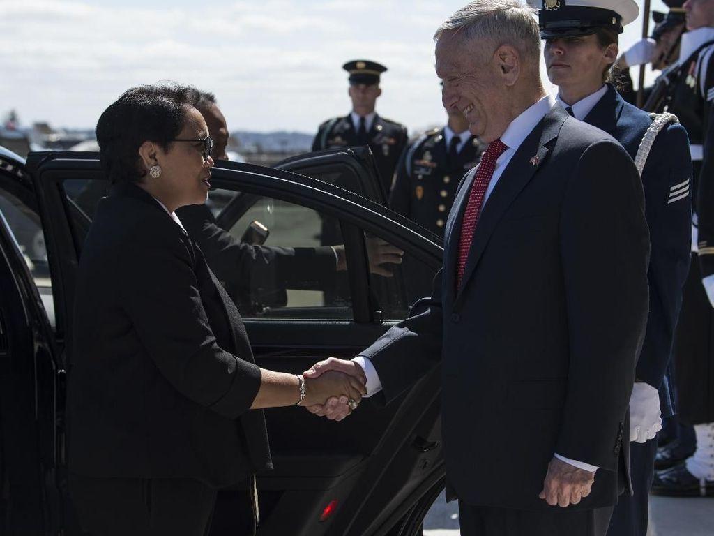 Foto: Senyum Menlu di Pentagon