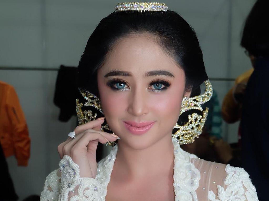 Dewi Persik Berang saat Ditanya Kehidupan Asmara