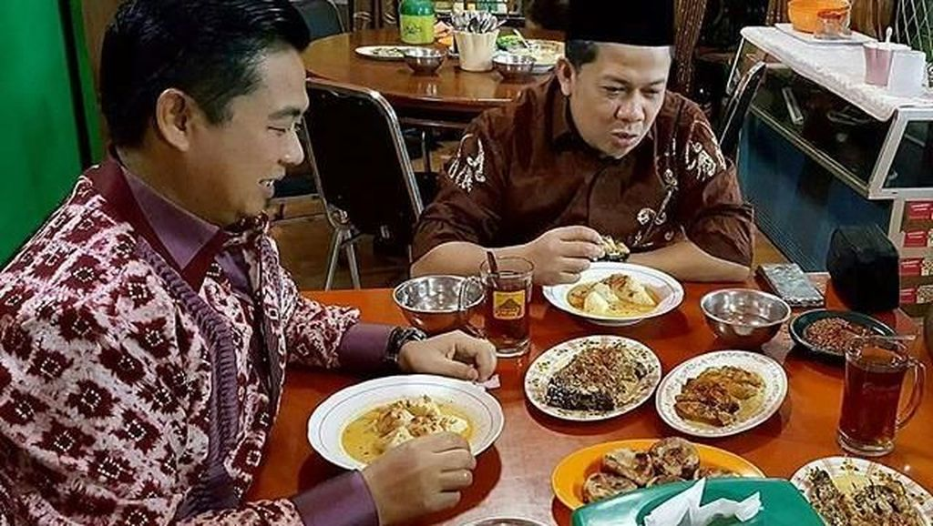 Mau Tahu Gimana Gaya Makan Wakil Ketua DPR Fahri Hamzah? Lihat di 10 Foto Ini