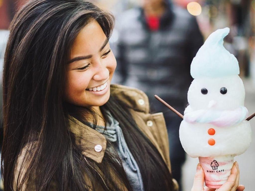Bikin Gemas! Cotton Candy Bentuk Hello Kitty hingga Minion di Kafe Mungil Ini