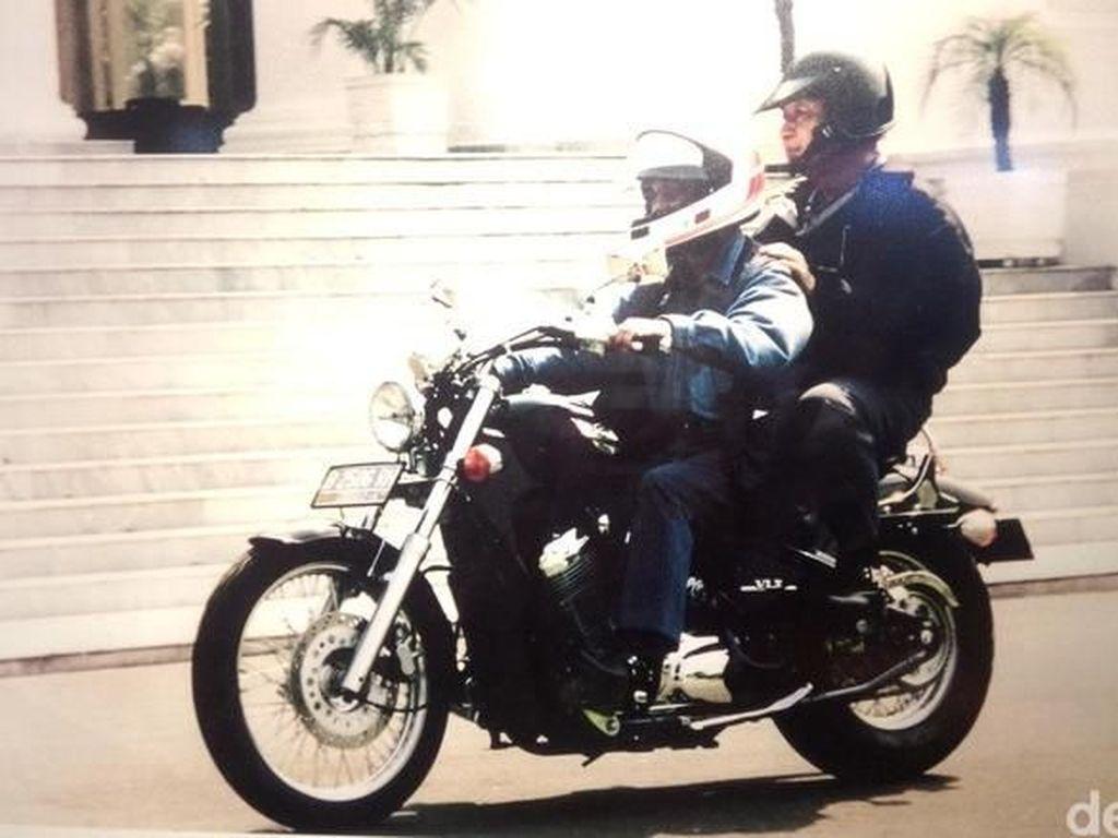 BJ Habibie Hobi Motoran seperti Jokowi, Pernah Bonceng Pak Harto