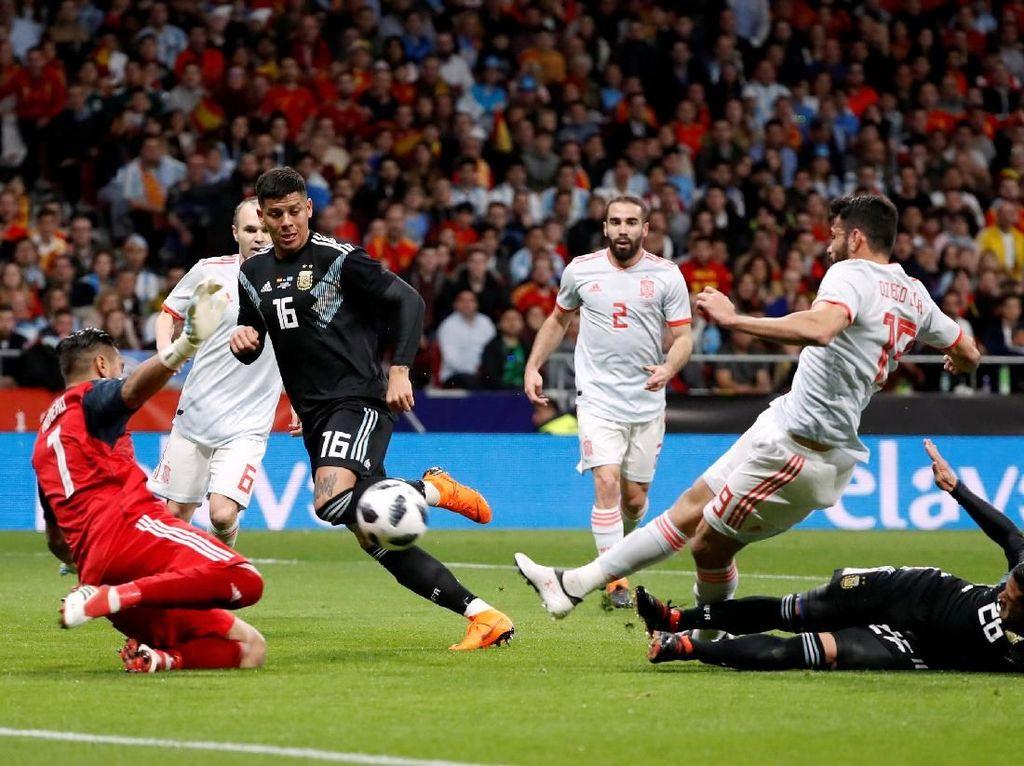 Foto: Pesta Gol Spanyol ke Gawang Argentina