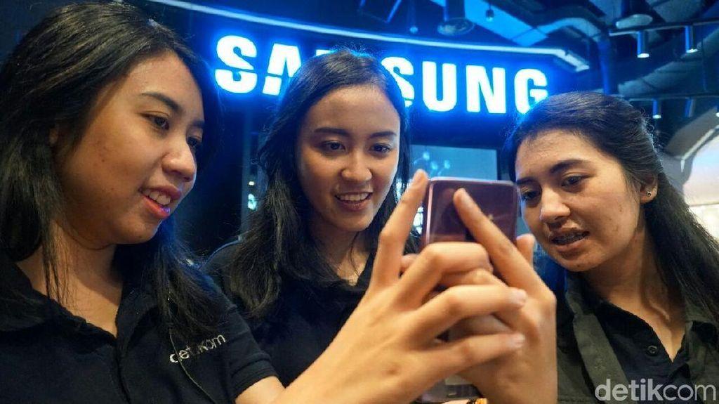 Demi Galaxy S9+ Mereka Rela Ditimpuk Bantal