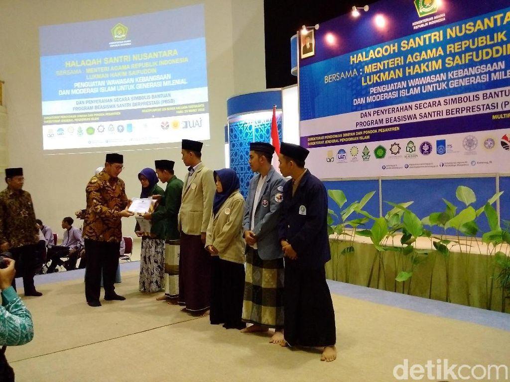 Kementerian Agama Beri Beasiswa S1 Bagi Santri Berprestasi