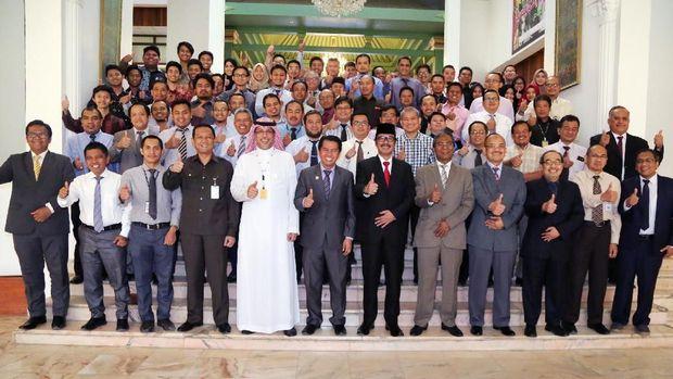 Prof. Dr. Irwandi Jaswir yang menyabet penghargaan bergengsi di dunia Arab dan Islam 'King Faisal International Prize 2018 dalam acara di KBRI Riyadh