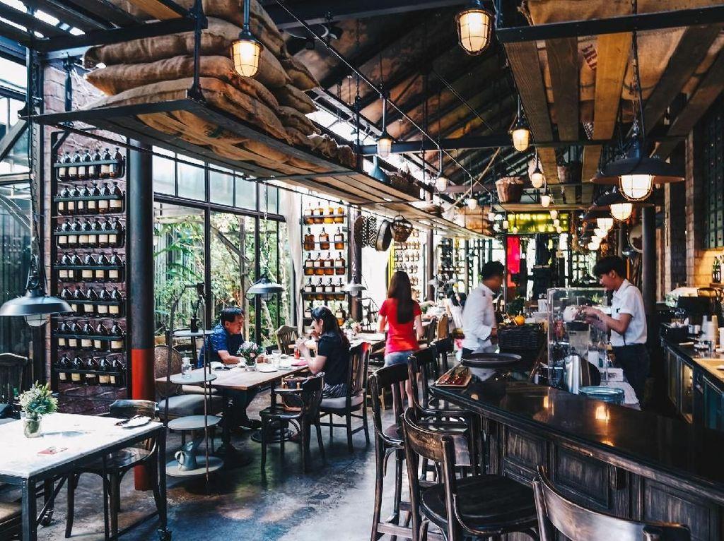 Menikmati Indahnya Kafe Bertema Rustic di Tengah Kota Bangkok