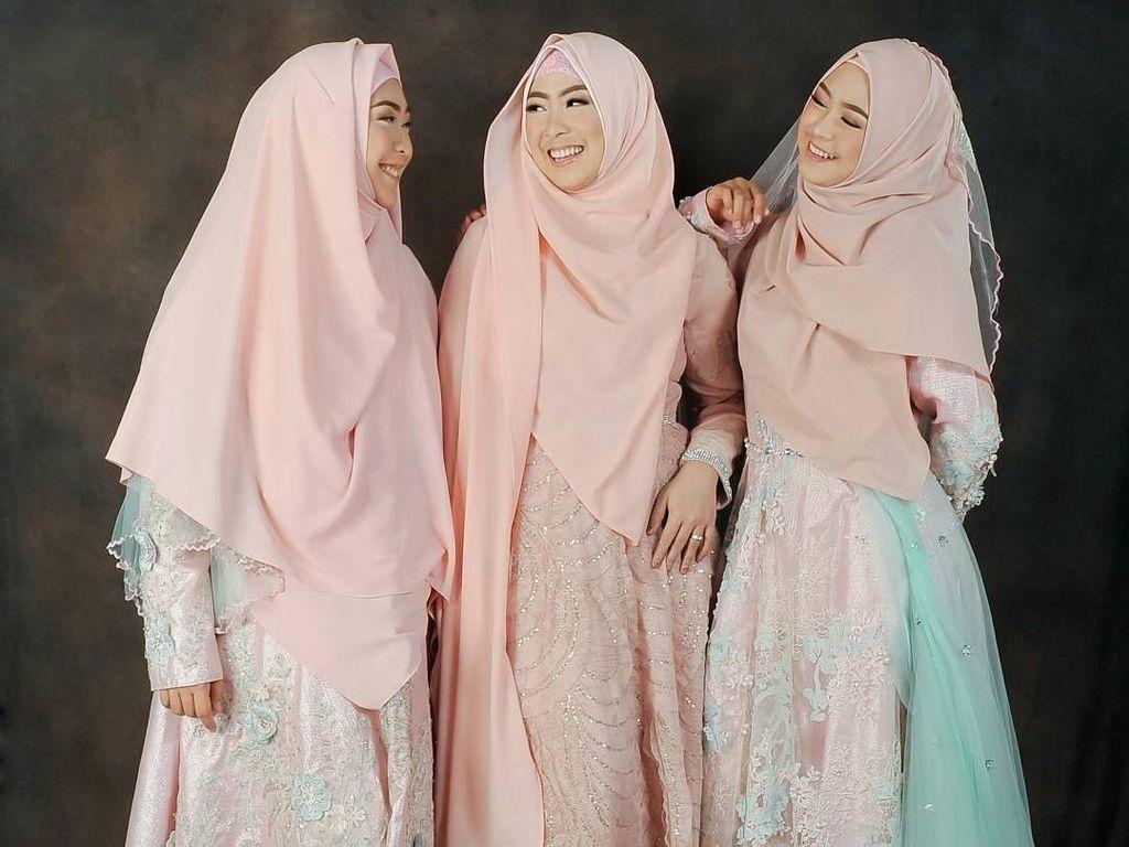Inspirasi Baju Bridesmaid Syari ala Oki Setiana Dewi hingga Zaskia Sungkar
