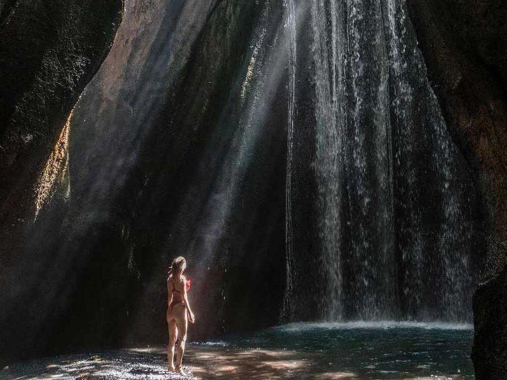 Mantan Model Playboy Suka Banget Air Terjun Bali yang Ini