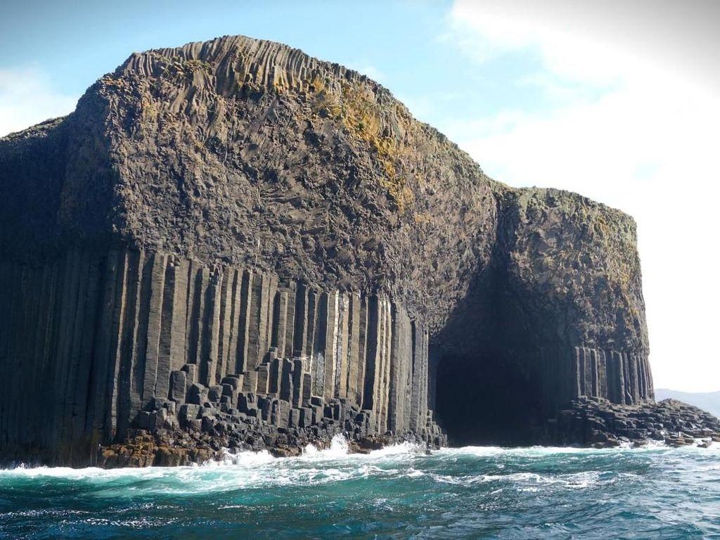 Cerita Raksasa dan Gua Cantik di Tengah Laut Skotlandia