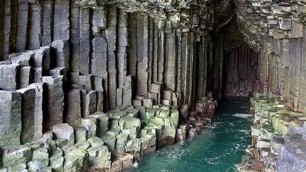 Foto: Gua Ajaib di Tengah Laut Skotlandia