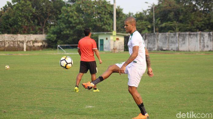 David Da Silva, salah satu pemain baru Persebaya Surabaya (Foto: Suparno Nodhor/detikSport)