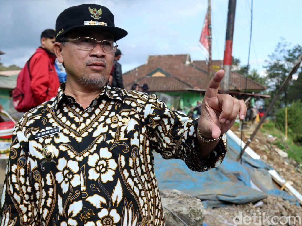 Wakil Bupati Cianjur Cek Longsor di Puncak Pass