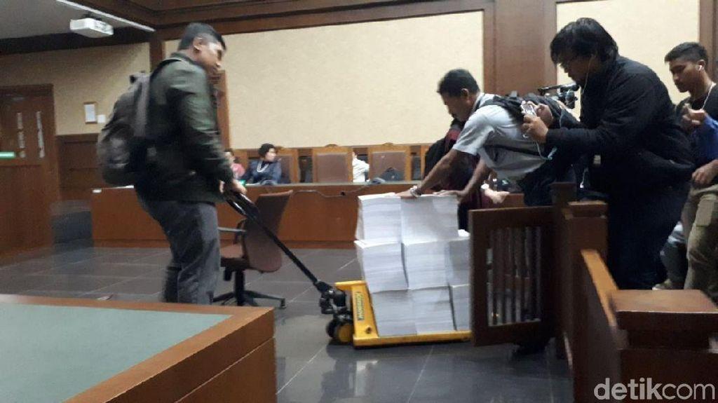 Foto: Ribuan Lembar Berkas Tuntutan Setya Novanto