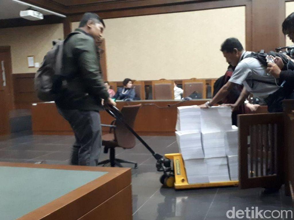 Berkas Tuntutan Setya Novanto Setebal 2.415 Lembar