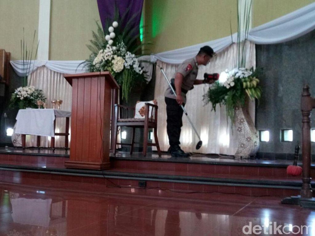 Gegana Polda DIY Sisir Gereja Lidwina Sleman Jelang Paskah
