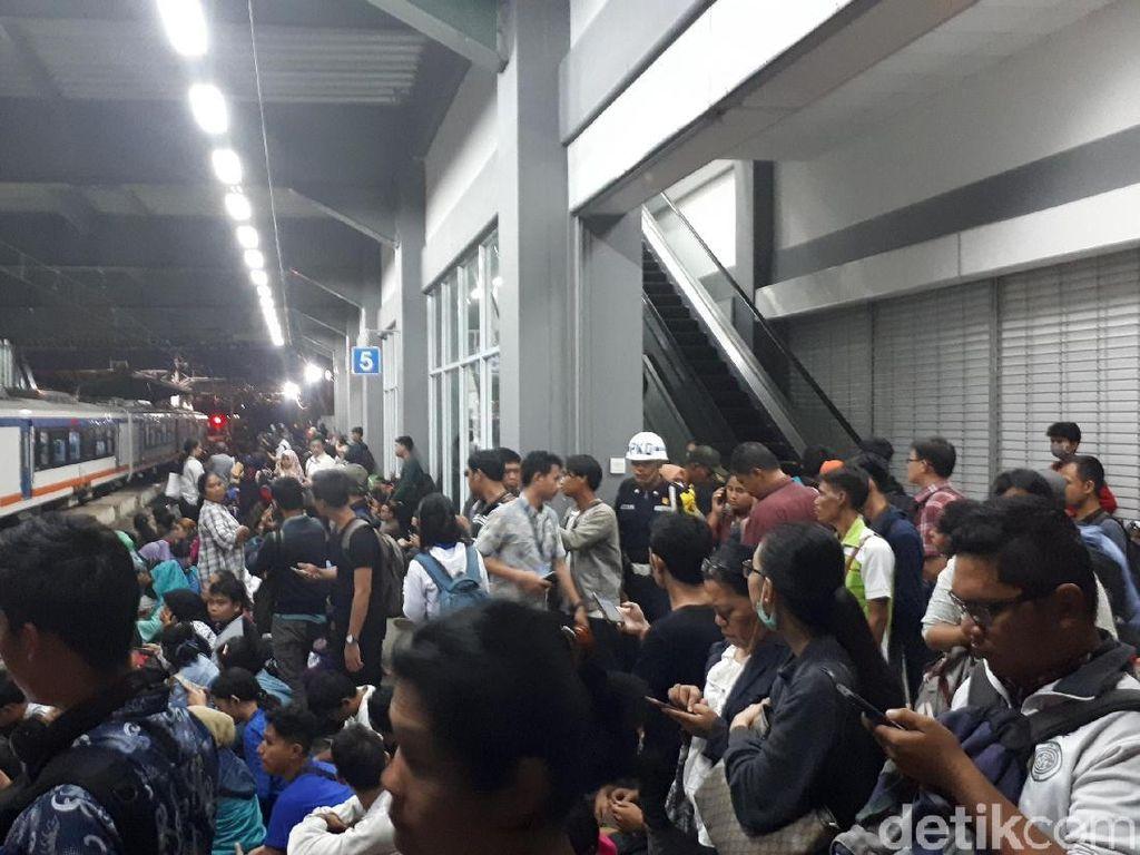Jalur KRL Duri-Tangerang Normal Usai Kebakaran di Taman Kota