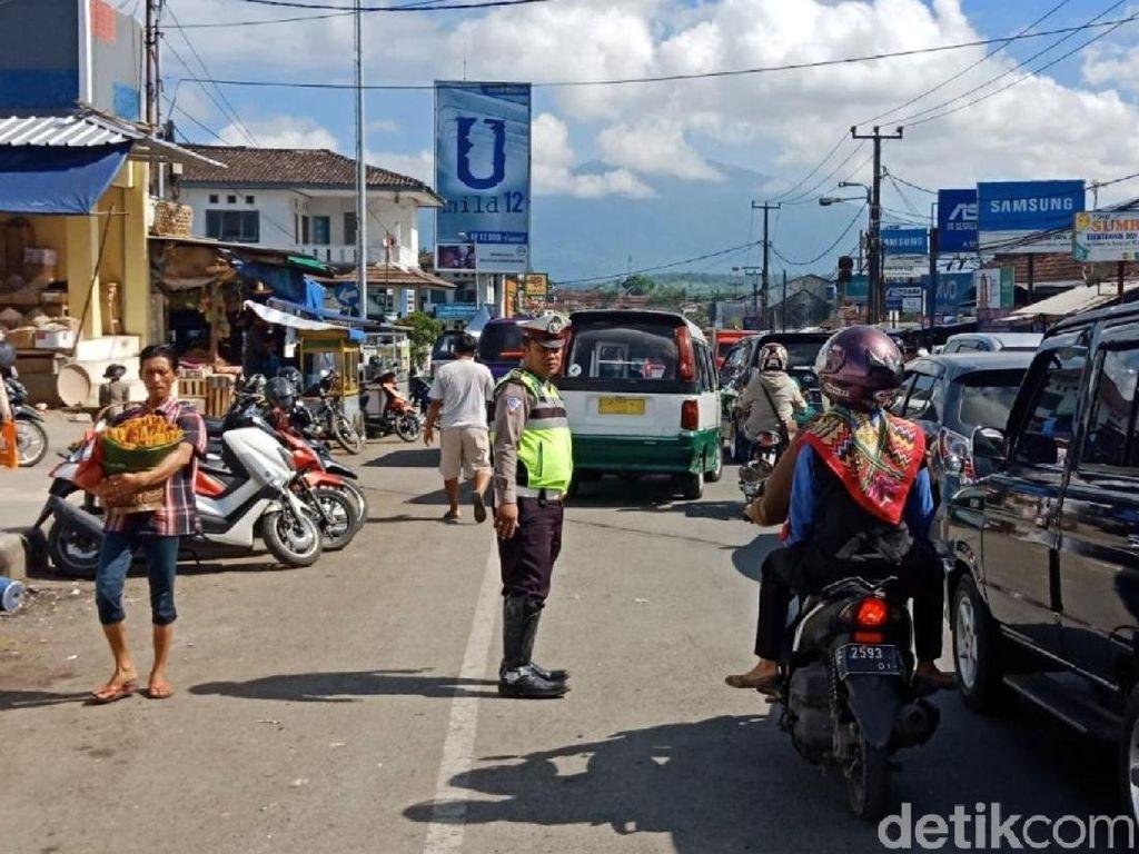 Puncak Ambles, Polisi Sukabumi Antisipasi Lonjakan Kendaraan
