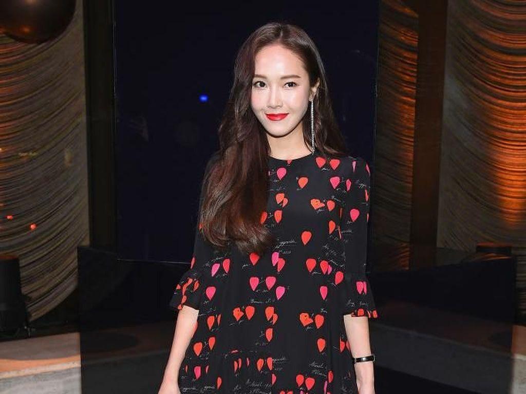 Tuai Kontroversi, Novel Shine Karya Jessica Jung Ditunda Rilis di Korea