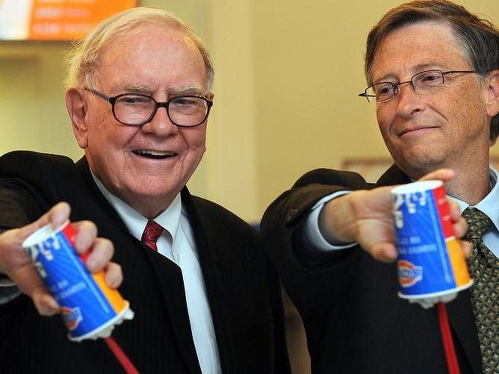 So Sweet! Bill Gates Kasih Kado Ultah Ini ke Warren Buffett
