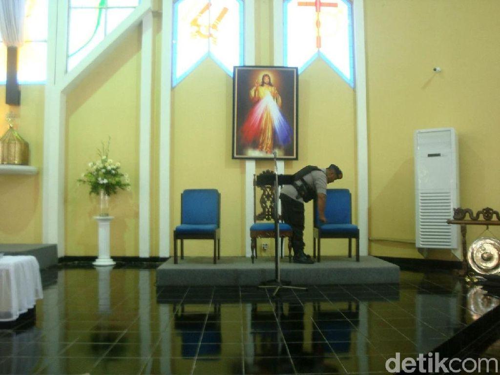 Jelang Paskah, Polisi Sterilisasi Gereja di Banyumas