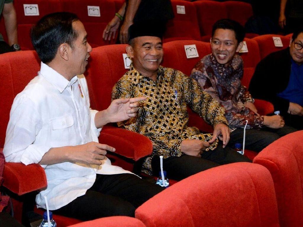 Foto: Jokowi Nonton Bioskop di Malang