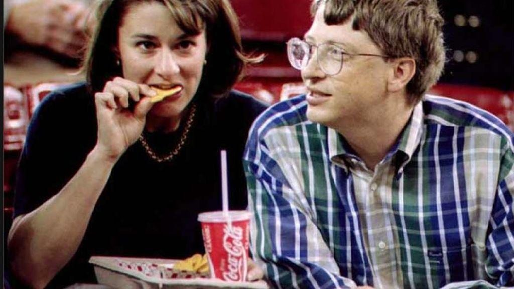 Mengintip Gaya Sederhana Miliarder Bill Gates Ketika Makan