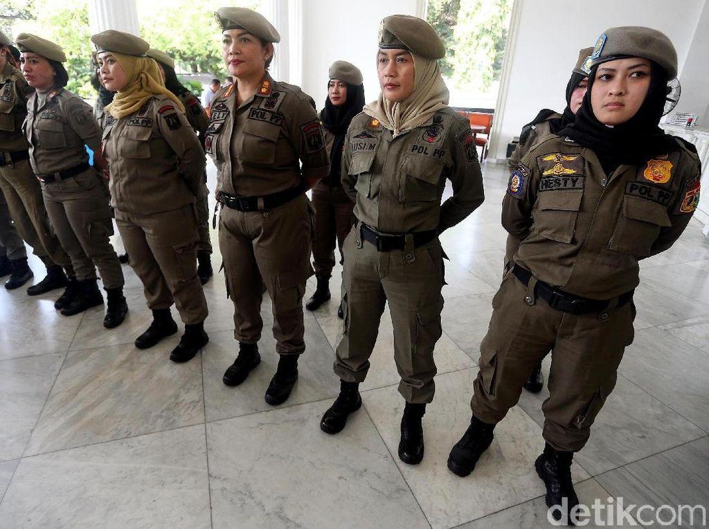 Puluhan Ibu-ibu Satpol PP Serbu Alexis
