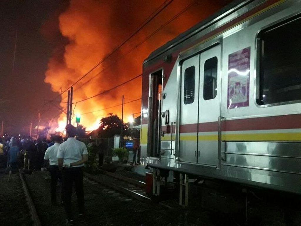 Kebakaran di Taman Kota, Perjalanan Kereta Bandara Ikut Terganggu