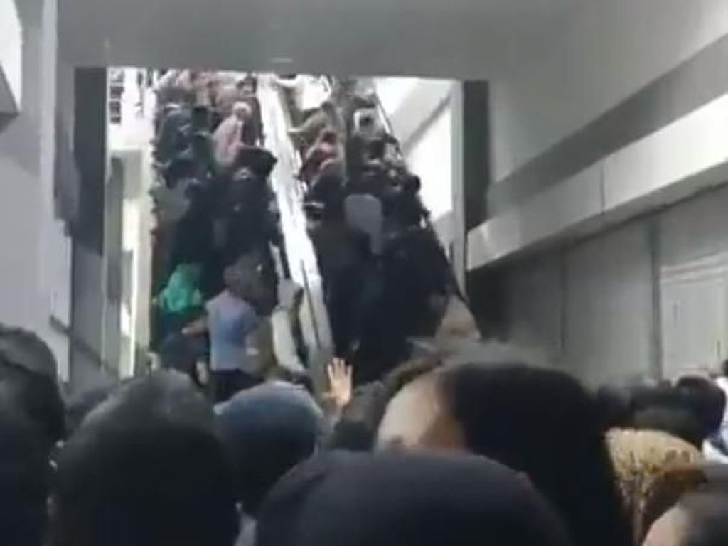 Viral Video Horor Eskalator di Stasiun Duri, Ini Solusi KCI