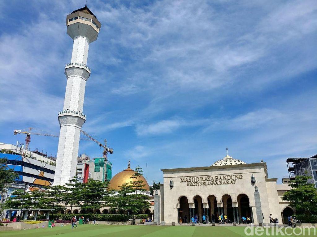 Masjid Raya Bandung Siapkan Kantong Bahan Ubi untuk Daging Kurban