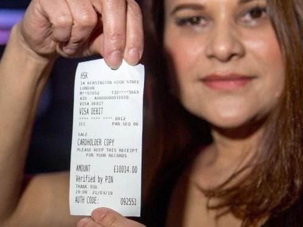 Wouw! Wanita India Ini Minum Seteguk Cognac Seharga Rp 193 Juta!