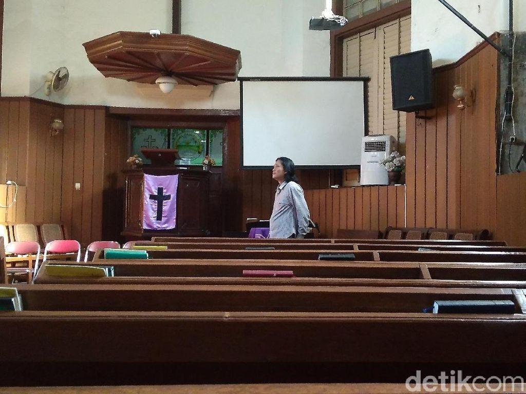 Menengok Persiapan Jumat Agung di Gereja Tua Cirebon
